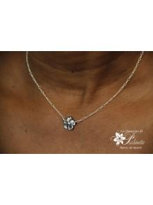Laurette collier fleur de nacre