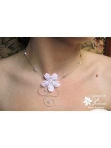 Abigael collier de mariage fleur de satin et perles de cristal