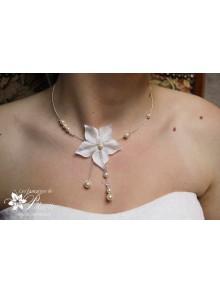 Adéna collier de mariée fleur de satin et perles en cristal