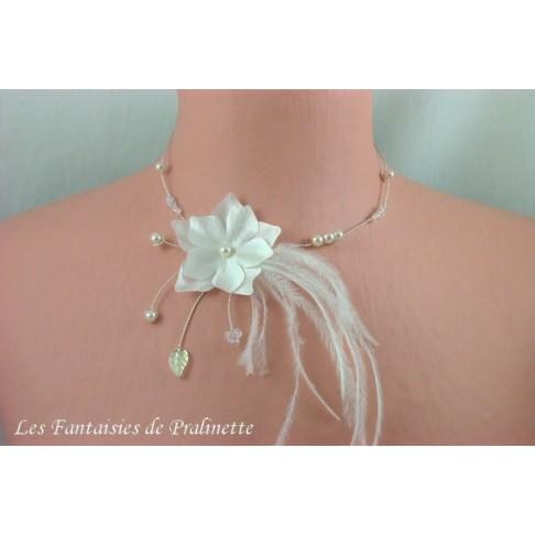 Carméla collier de mariage fleurs en satin et plumes d'autruche