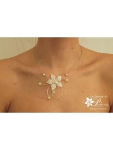 Artem collier de mariée fleur en satin et perles nacrées en cristal