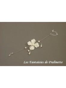 Bracelet Enya, bracelet de mariage fin fleur en satin de soie