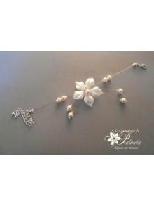 Bracelet de mariage Ines fleur en soie et perles nacrées