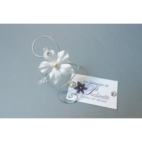 Irmeline, bracelet de mariage fleur en satin et strass