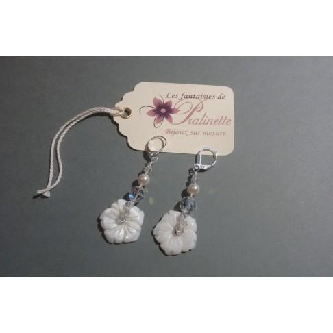 Boucles d'oreilles mariage Fleur, fleurs en nacre et cristal