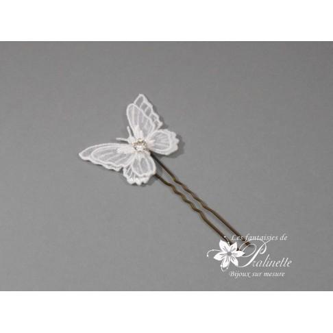 Pic Pascaline à chignon mariée papillon voile et cristal