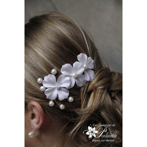 Peigne mariée trio de fleurs en satin de soie