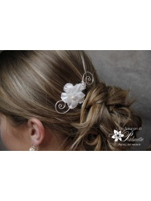 Peigne mariage arabesques et fleurs en satin de soie