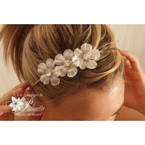 Serre-tête headband mariée trio de fleur de satin et cristaux