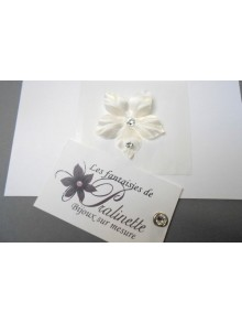 Irmeline, bijou de peau mariage fleur en satin et strass