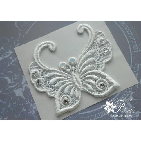 Papillon féérique bijou de peau guipure et strass