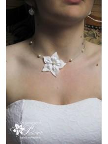Dorine collier de mariage fleurs en soie et perles nacrées
