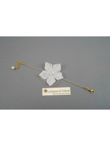 Arabesques, bracelet de mariage fleurs en satin et arabesques torsadées