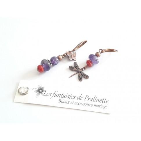 Boucles d'oreilles depareillées libellule, perles en amethyste et cristal
