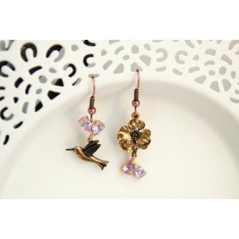 Boucles d'oreilles asymétriques hirondelles et zirconiums violet parme