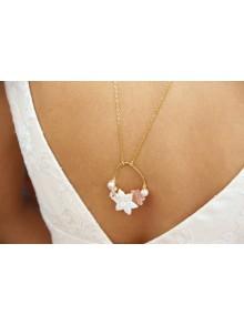 Collier de dos fleurs de nacre et perles d'eau roses