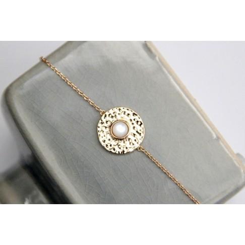 Bracelet en plaqué or médaille martelée et nacre