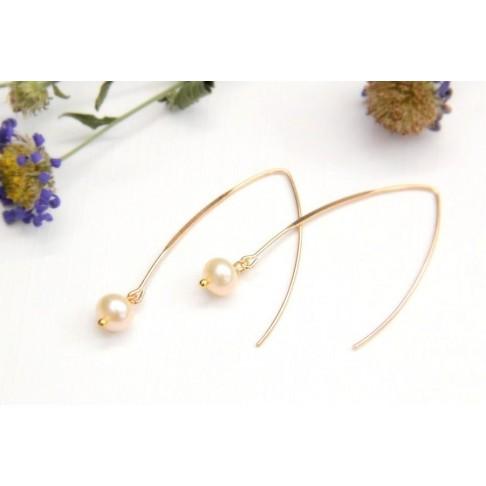 Longs crochets boucles d'oreilles en plaqué or et perles de culture