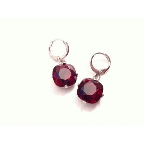 Lysine rouge intense, boucles d'oreilles créoles en cristal