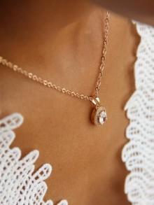 Pendentif collier de mariage ovale en zirconiums finitions dorées