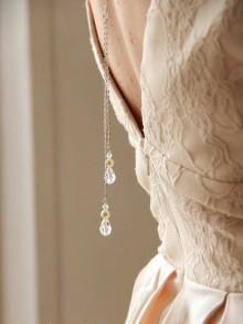 Collier mariage de dos deux pendants et gouttes en cristal