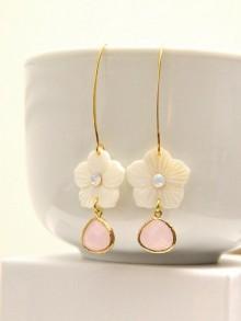 Boucles d'oreilles mariage fleurs en nacre et cristal