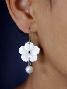 Boucles d'oreilles mariage  Mina fleurs de nacre
