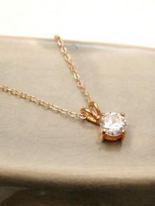 Collier pendentif solitaire en zirconium