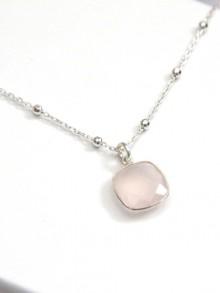 Collier pendentif quartz rose et chaîne boules argent