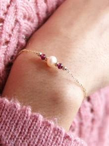 Bijou bracelet idée cadeau en plaqué or et grenat