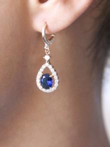 Boucles d'oreilles mariage gouttes ajourées et strass bleu saphir