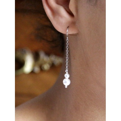 Boucles d'oreilles mariage duo de perles sur fine chaîne