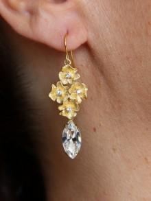 Boucles d'oreilles mariage cascade fleurs pensées ciselées et navette cristal