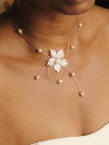 Perrine collier de mariée fleur en soie et perles en cristal nacré