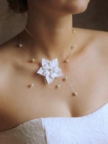Laurence collier de mariée fleurs de soie et perles nacrées