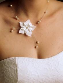 Alysa collier de mariée fleurs en soie et perles nacrées