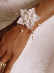 Bracelet de mariage Laurence fleurs de soie et perles nacrées