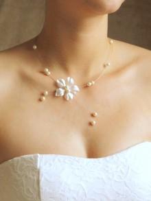 Bijou mariage Inès collier de mariée fleur en satin de soie