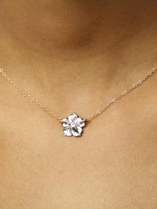 Collier minimaliste fleur de nacre grise chaîne plaqué-or