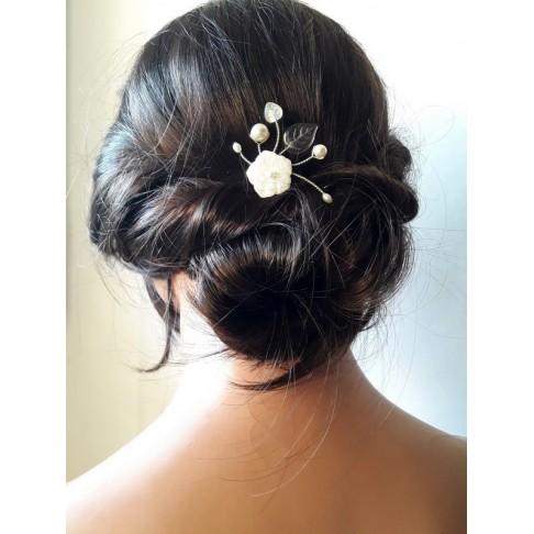 Pic à cheveux mariage fleur de nacre et perles en nacre Sonia