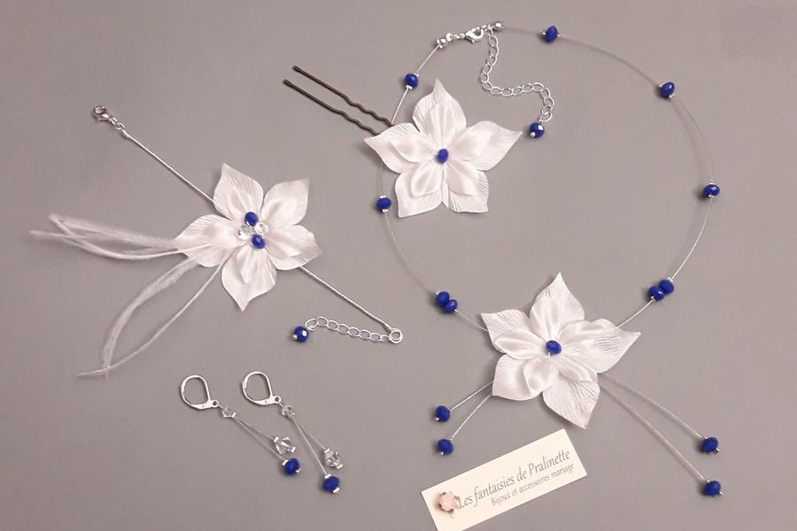 Bijoux mariage fleurs en satin de soie et perles bleu roi.