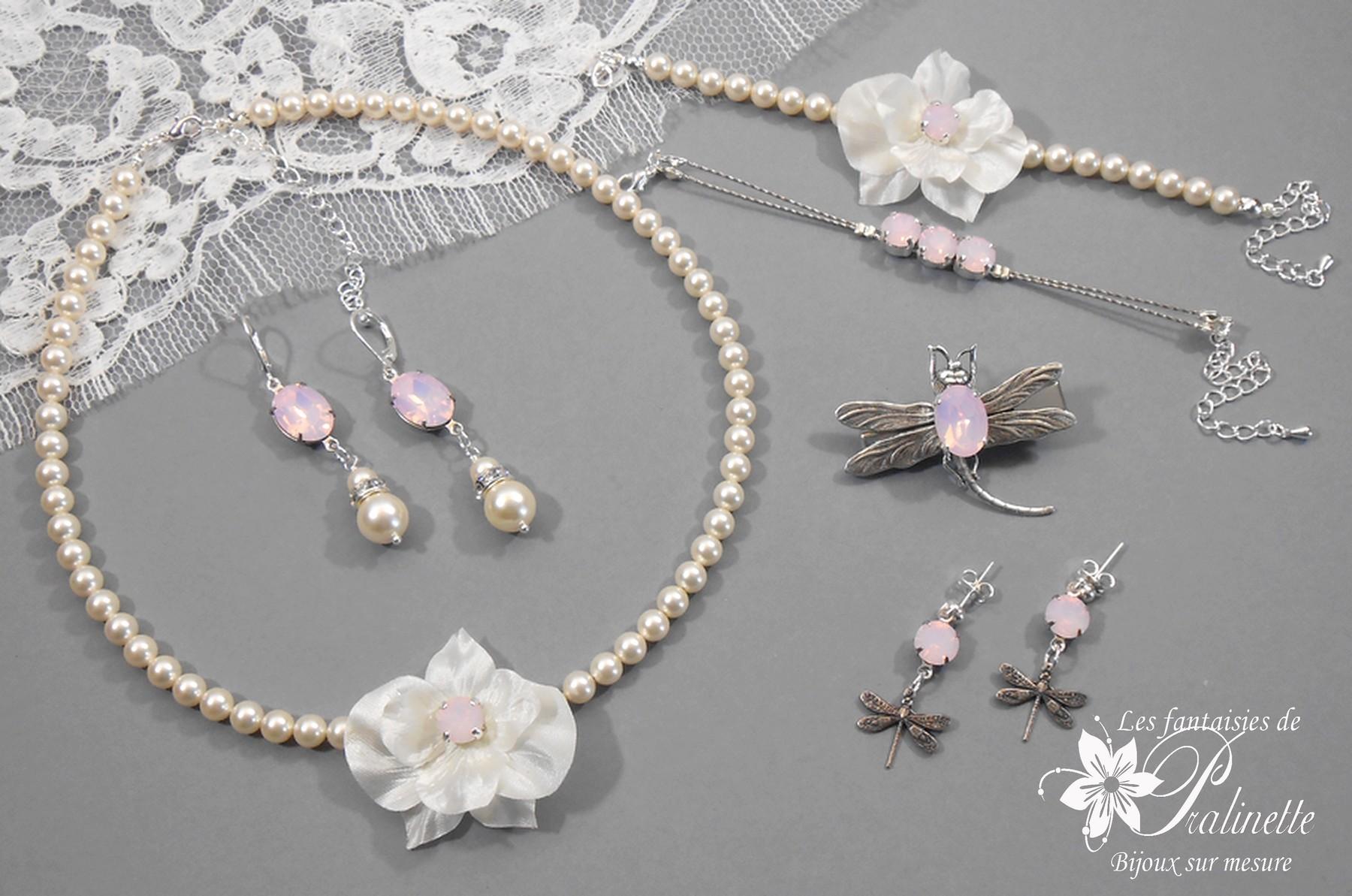 Parure sur mesure personnalisée avec orchidées, perles nacrées ivoire.