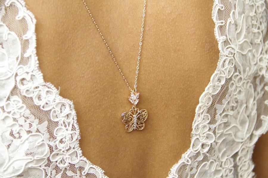 Collier de dos avec pendentif papillon strass