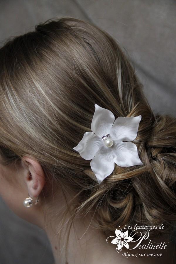 Peigne mariage grande fleur en satin de soie