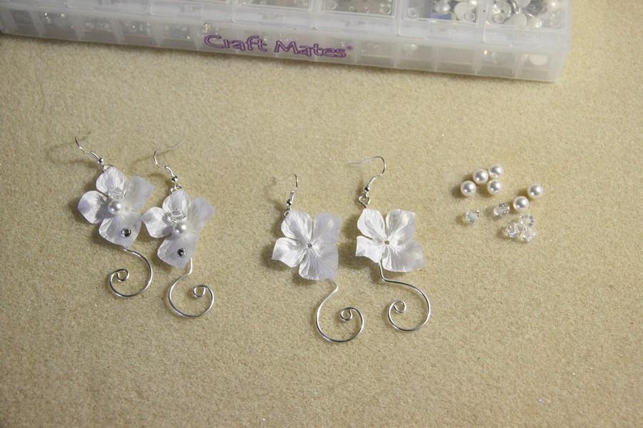 Boucles d'oreilles mariage fleurs en soie et arabesques
