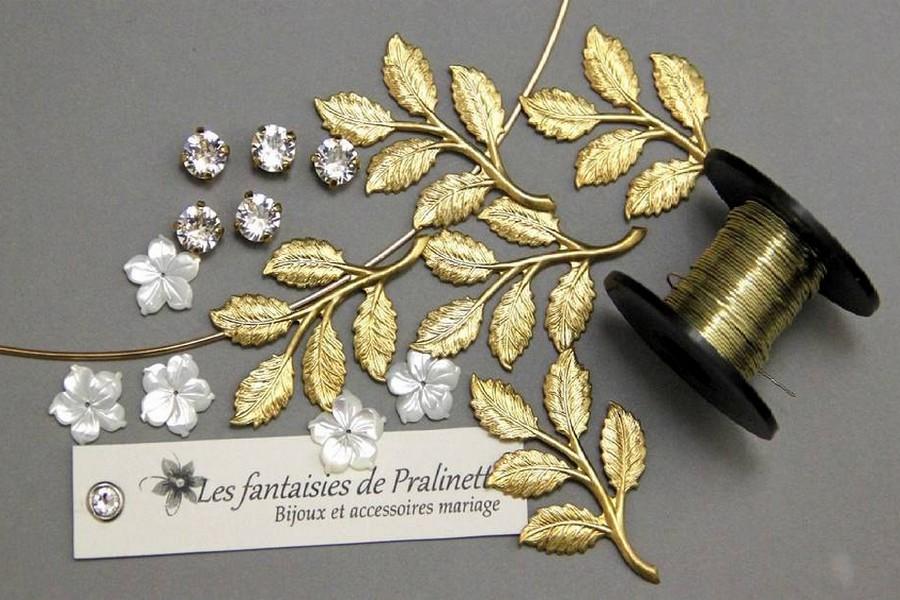 Couronne mariage bohème chic feuilles dorées et fleurs de nacre