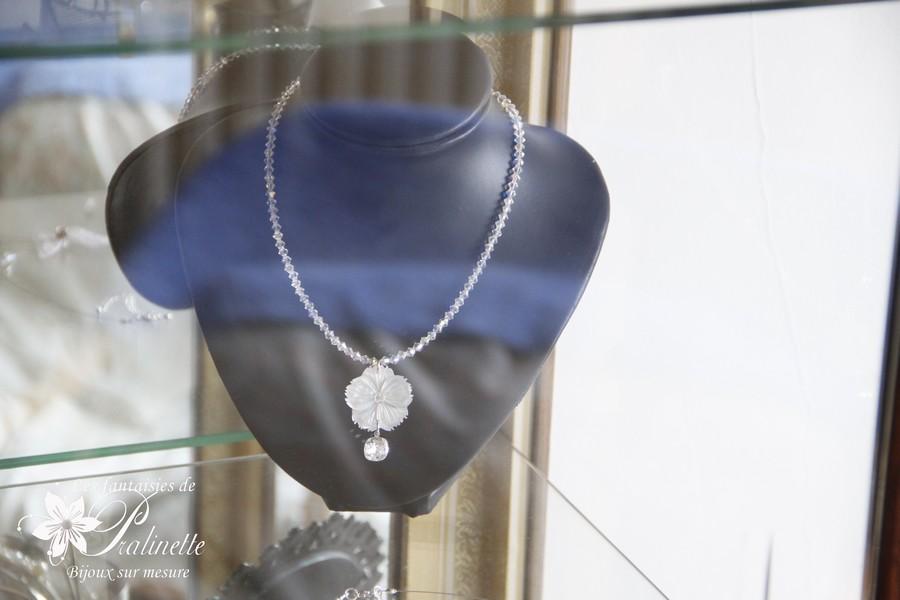 Collier mariage en cristal et fleur de nacre - Atelier bijoux mariage