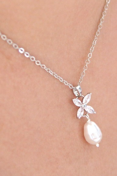 Collier de mariage fleur en zirconium et goutte en cristal nacré
